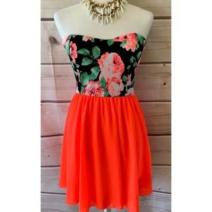 NWOT Filly Flair Floral Sheath Strapless Dress